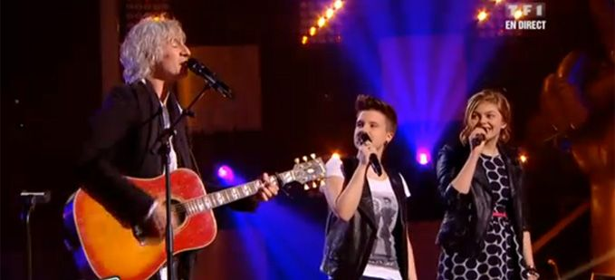 """The Voice"" : Louis Bertignac, Loïs & Louane interprètent « Mrs Robinson » Vidéo Replay"