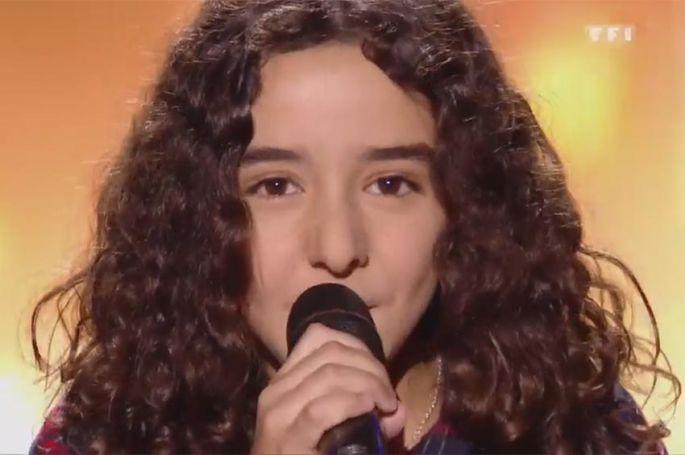 """Replay """"The Voice Kids"""" : Inès chante « Show must go on » de Queen (vidéo)"""