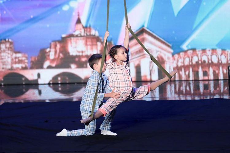 """""""La France a un incroyable Talent"""" : revoir Katia et Nikita les acrobates ukrainiens (vidéo)"""
