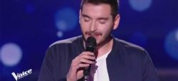 """Replay """"The Voice"""" : Gabriel chante « J'te le dis quand même » de Patrick Bruel (vidéo)"""
