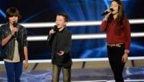"""Replay """"The Voice Kids"""" : battle Lisandru, Emeline et Johan sur « Yalla » de Calogero (vidéo)"""