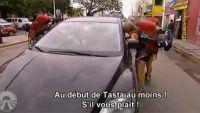 """""""Pékin Express"""" : Constance & Denis, un duel sous tension pour le stop ! (vidéo)"""