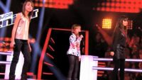 "Replay ""The Voice Kids"" : battle Carla, Gloria, Mina « L'Homme à la moto » d'Edith Piaf (vidéo)"