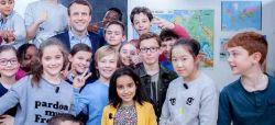 """Emmanuel Macron passe """"Au Tableau !"""" et répond aux enfants ce dimanche 14 mai sur C8 (vidéo)"""