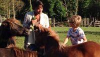 """1ères images de """"Copains comme cochons"""" avec Audrey Chauveau dimanche 2 novembre sur Gulli (vidéo)"""