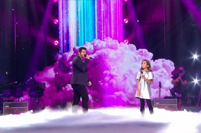 """Replay """"The Voice Kids"""" : Rébecca & Patrick Fiori « Chanson sur ma drôle de vie » de Véronique Sanson (vidéo)"""
