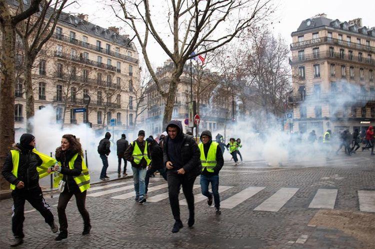 """Violences urbaines, riposte policière : la « révolution » Gilets Jaunes, ce soir dans """"Enquête Exclusive"""" sur M6 (vidéo)"""