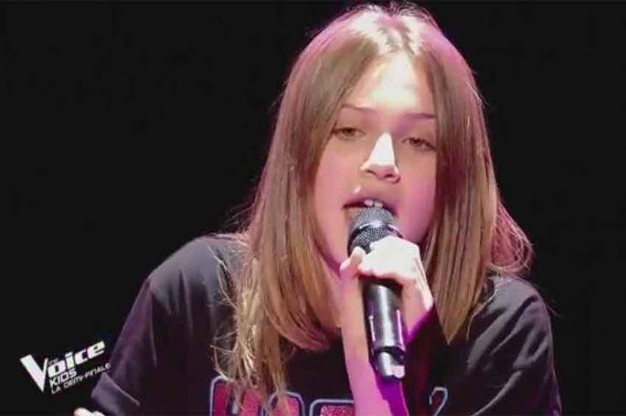 """Revoir """"The Voice Kids"""" : Carla chante « It's oh so quiet » de Björk en demi-finale (vidéo)"""