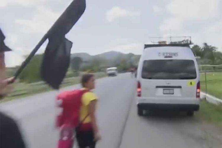"""""""Pékin Express"""" : le drapeau noir fait son retour dans la 3ème étape, jeudi soir sur M6 (vidéo)"""