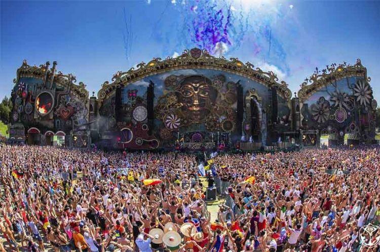 """""""Enquête Exclusive"""" en immersion à Tomorrowland, ce soir sur M6 (vidéo)"""