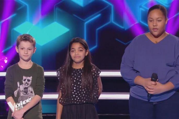 """Revoir """"The Voice Kids"""" : battle Rosie, Mano & Mélia sur « moi aimer toi » de Vianney (vidéo)"""