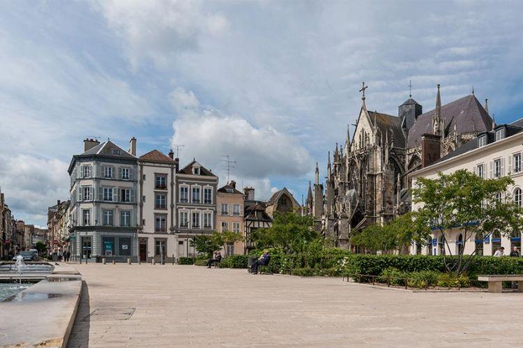 """""""Le système de Ponte"""" en tournage à Troyes pour France 3 avec François-Xavier Demaison et Isabelle Gélinas"""