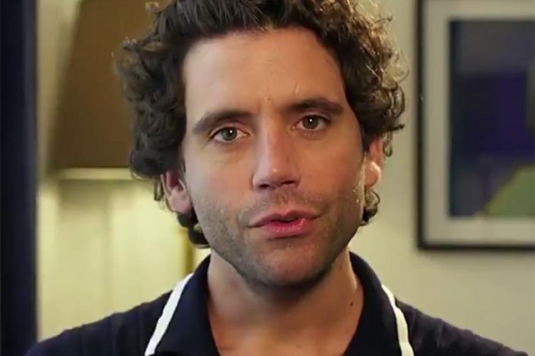 """Le chanteur Mika témoignera contre le harcèlement scolaire dans """"Suite parentale"""" mardi sur France 4 (video)"""