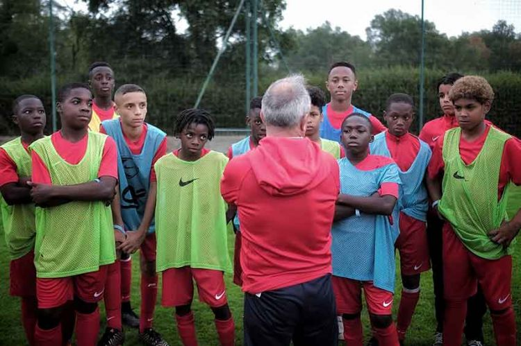 "« Une chance sur un million » de devenir footballeur professionnel, doc ""Infrarouge"" sur France 2"