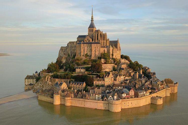 """""""Meurtres au Mont Saint-Michel"""" en tournage avec Anthony Delon pour France 3"""