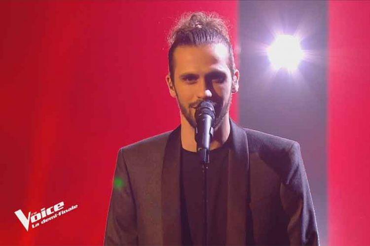 """Replay """"The Voice"""" : Clément chante « La quête » de Jacques Brel (vidéo)"""