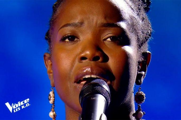 "Replay ""The Voice"" : Stellia Koumba chante « I will always love you » de Withney Houston (vidéo)"