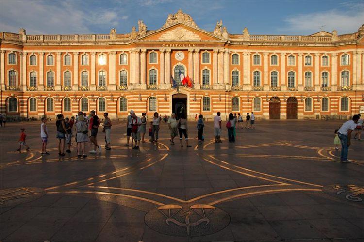 """""""Meurtres à Toulouse"""" en tournage pour France 3 avec Camille Aguilar et Lionnel Astier"""