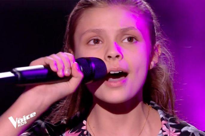 """Replay """"The Voice Kids"""" : Chloé chante « Tout doucement » de Bibi (vidéo)"""