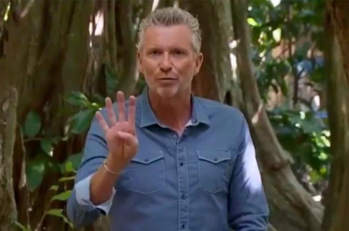 """""""Koh Lanta"""" : Denis Brogniart explique les nouvelles règles des Ambassadeurs sur l'île des héros (vidéo)"""
