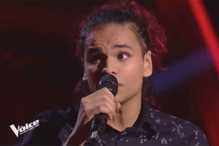 """Replay """"The Voice"""" : Arezki chante « La vie est belle » de Nassi (vidéo)"""