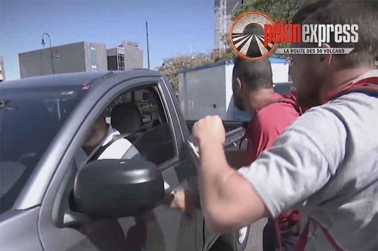 """Pékin Express"" : galère en stop pour les bûcherons, Thomas perd son sang froid ! (vidéo)"