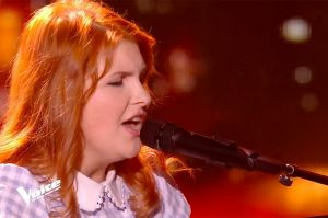 "Replay ""The Voice"" : Sarah Schwab chante « Derrière l'amour » de Johnny Hallyday (vidéo)"