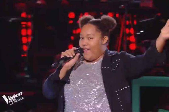 """Revoir """"The Voice Kids"""" : Mélia chante « Celebration » de Kool & the Gang en finale (vidéo)"""
