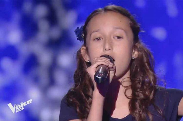 """Replay """"The Voice Kids"""" : Eva chante « La foule » d'Edith Piaf (vidéo)"""