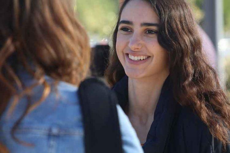 """""""Les bracelets rouges"""" : Louna Espinosa (Roxane) évoque son personnage dans la série de TF1"""
