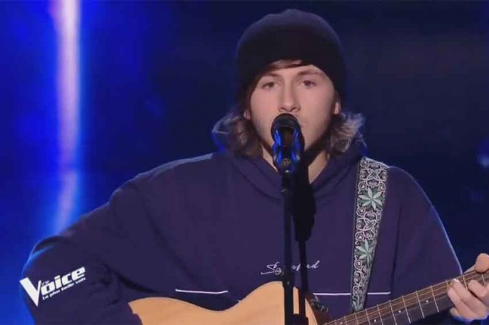 """Replay """"The Voice"""" : Loris chante « Souffrir par toi n'est pas souffrir » de Julien Clerc (vidéo)"""