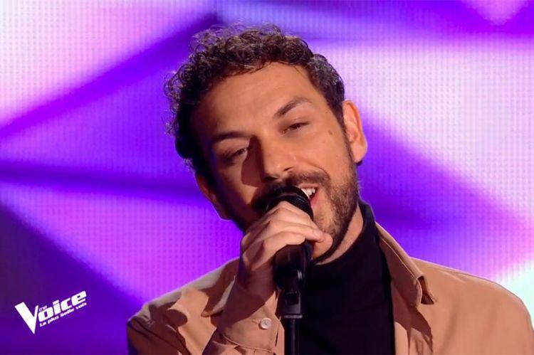 "Replay ""The Voice"" : Angelo chante « Les paradis perdus » de Christophe (vidéo)"