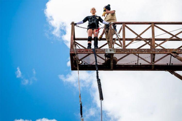 """""""Fort Boyard"""" : Elodie Gossuin dépasse sa peur au saut de l'ange, regardez (vidéo)"""