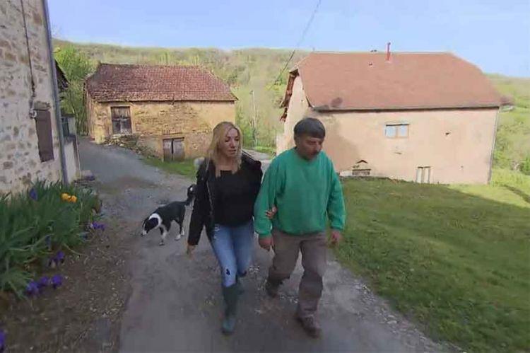 """""""L'amour est dans le pré"""" : à peine arrivée à la ferme, Fatima chante la sérénade à Didier ! (vidéo)"""