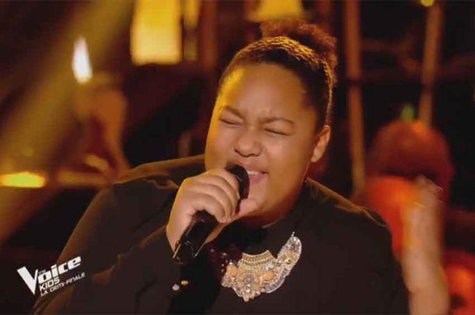 """Revoir """"The Voice Kids"""" : Mélia chante « Master Blaster » de Stevie Wonder en demi-finale (vidéo)"""