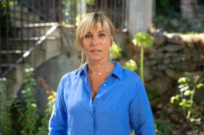 """Mathilde Seigner parle de son rôle dans """"Le temps est assassin"""" dès le 29 août sur TF1"""