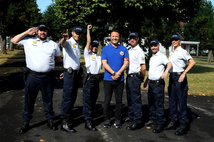 """""""Les touristes"""" : mission école de Police avec Jarry, Baptiste Giabiconi... le 9 août sur TF1"""