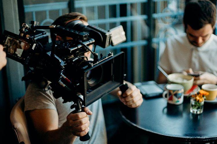 """Miou-Miou en tournage pour France 2 dans """"Constance aux Enfers"""""""
