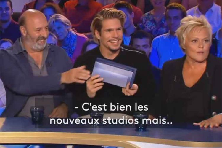 """""""On n'est pas couché"""" : Muriel Robin se prend un morceau du nouveau décor sur les pieds ! Ce soir sur France 2 (vidéo)"""