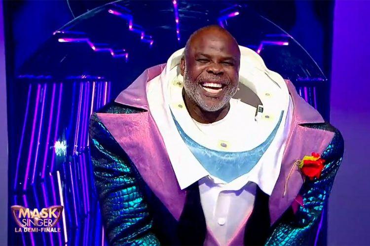 """""""Mask Singer"""" : Requin était... Basile Boli ! Regardez son démasquage (vidéo)"""