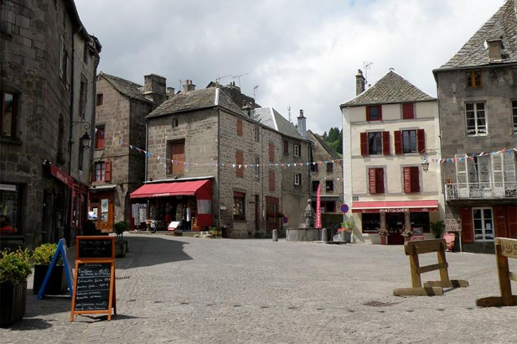 """En tournage : """"Cambrousse"""" avec Michel Cymes et Dounia Coesens pour France 3"""