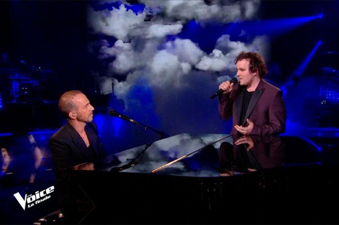 """Replay """"The Voice"""" : Jim Bauer & Calogero chantent « Les feux d'artifice » (vidéo)"""