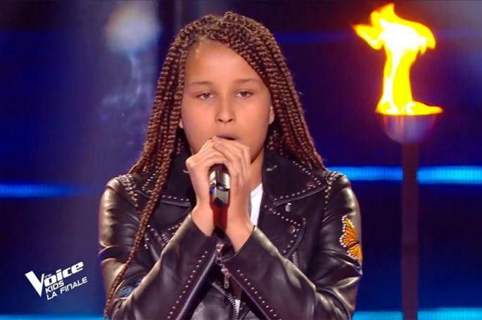 "Replay ""The Voice Kids"" : Sara chante « Je te promets » de Johnny Hallyday (vidéo)"