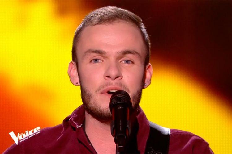 """Replay """"The Voice"""" : Yoann Dejean chante « Santiano » de Hugues Aufray (vidéo)"""