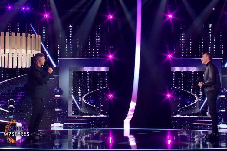 """Replay """"Duos Mystères"""" : Nikos Aliagas & Julien Clerc chantent « La musique » (vidéo)"""
