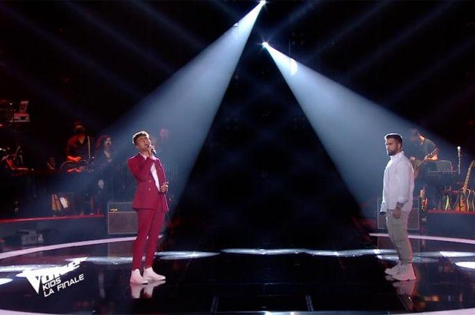 """Replay """"The Voice Kids"""" : Abdellah & Kendji Girac chantent « Bella Ciao » (vidéo)"""