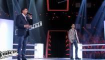 """Replay """"The Voice"""" : la battle Santo Baracatto / Adrien sur « Derrière l'amour » de Johnny Hallyday (vidéo)"""