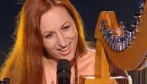 """Replay """"The Voice"""" : Avec sa harpe, Dana chante « Diven an or »  (vidéo)"""