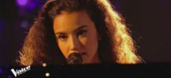 """Replay """"The Voice"""" : Lylia chante « Les feuilles mortes » d'Yves Montand (vidéo)"""